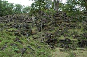 Tumpukan Batuan Gunung Padang