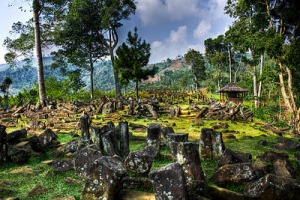 BUDAYA MEGALITIKUM DI INDONESIA