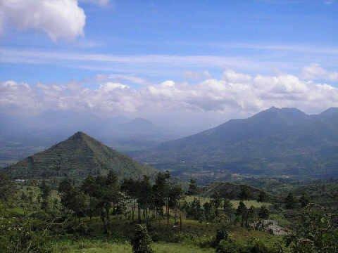 Bukit Piramdia Sadahurip garut