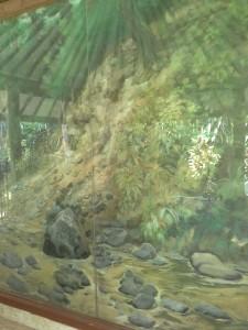 Lukisan Posisi asli Prasasti Ciaruten di Tepi Sungai Ciaruteun Ciampea Bogor-2