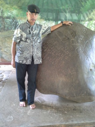 Ahmad Y. Samantho di Prasasti Batutulis Ciaruteun Ciampea Bogor, 10 September 2013