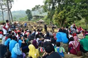 Ceramah Ahmad samantho di Gunung Padang2