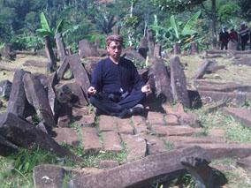 meditasii di gunung padang