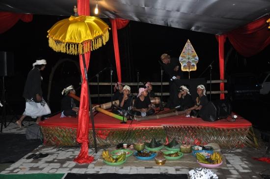 Sesajen yang melambangkan konsep-kosep ketuhanan yangf Maha Esa dalam ajaran kapitayan/Sunda Wiwitan