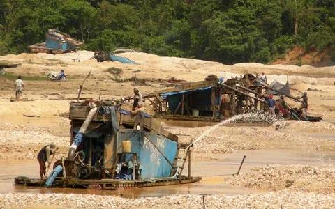 Tragedi DEMO Tambang Emas Tumpeng Pitu (7) Memakan Korban | SELEMBAR KABAR